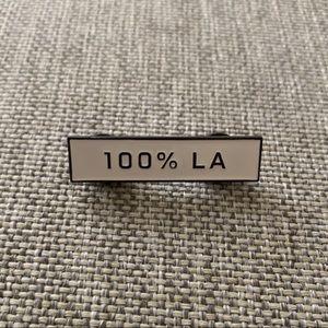 Everlane 100% LA white/black Pin